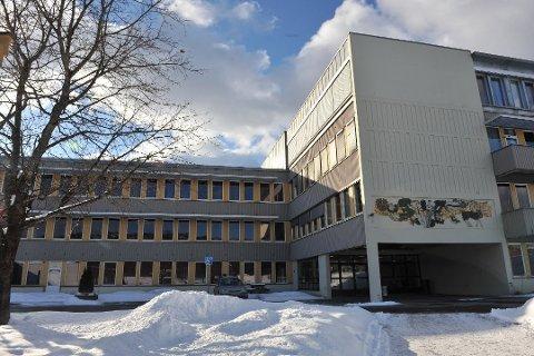 STENGES: Frem til fredag 22. januar må rundt 600 elever belage seg på digital undervisning ved Bjertnes videregående skole.