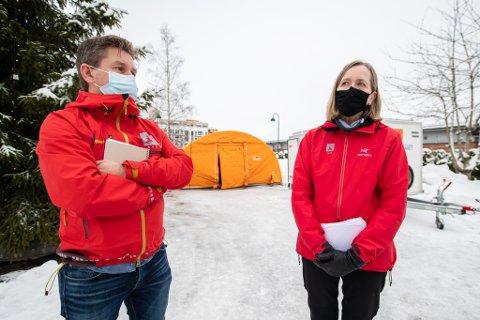SENTRALE I ARBEIDET: Regionsjef for region øst i NVE, Toril Hofshagen og kommunikasjonsdirektør Erik Due i NVE.
