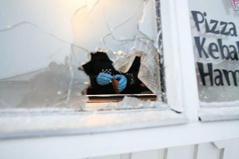 SIKRET SPOR: Politiet gjorde søndag morgen åstedsundersøkelser.