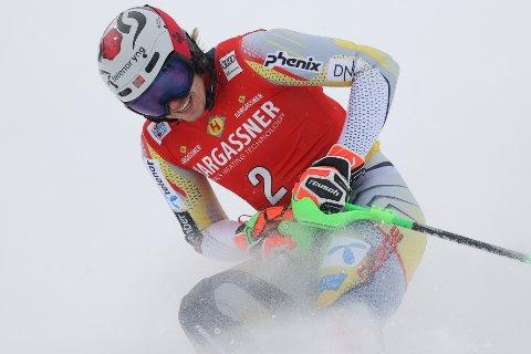 Det ble over og ut etter første omgang i Chamonix for Henrik Kristoffersen lørdag. Her fra rennet i Flachau tidligere i januar. Foto: Alessandro Trovati / AP.
