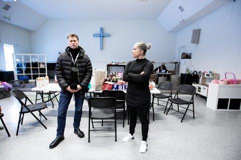 UVIRKELIG: En uke er gått siden katastrofen inntraff. I dag viste lederen av Gjerdrum barnehage, Trine Jørgensen ordfører Anders Østensen stedet hvor 93 barn skal innlosjeres fra mandag.