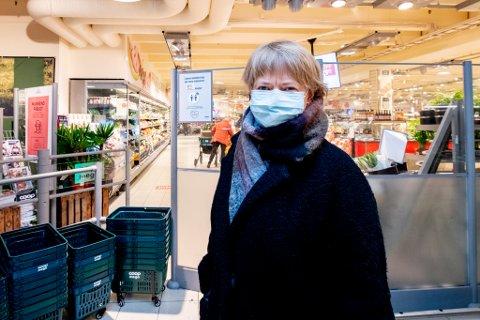 SKAL KONTROLLERES: Allerede lørdag vil vektere sjekke at butikkene overholder smittevernsreglene. Ordfører Ragnhild Bergheim (Ap) mener at tiltaket har en viktig hensikt.