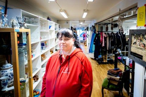 – ØKT MYE: De siste månedene har daglig leder i Hjelpende Hender, Ellen Bakke, opplevd at stadig flere tar kontakt for å få hjelp.