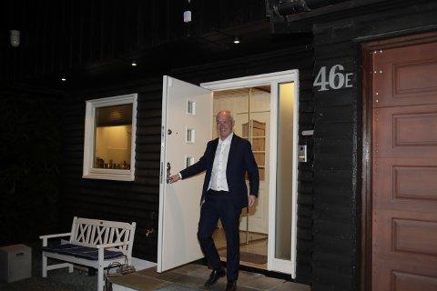 TIDLIG OPPE: Finansminister Jan Tore Sanner (H) hjemme på morgenen før han legger fram statsbudsjettet for 2022.
