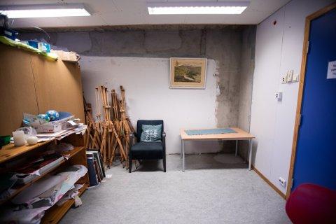 SLITENT: Disse bildene fra desember i fjor viser at det Vesterskaun skole har svært nedslitte lokaler. Nå utsettes arbeidet nok en gang.