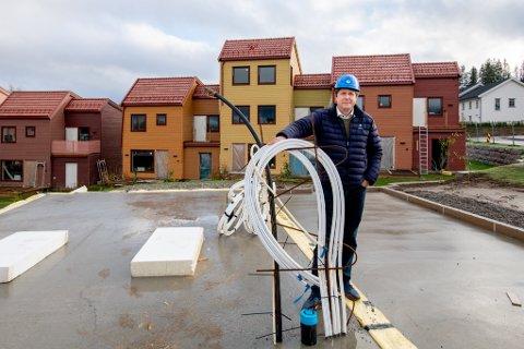 IKKE KRITISK: – Heldigvis er vi en solid bedrift, så trelastprisene skaper ikke en kritisk situasjon for oss, sier daglig leder Bjørn Martin Akre i I-Bolig AS.