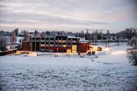 DELTE MENINGER: Står Vormsund ungdomsskole på trygg grunn, eller ikke?