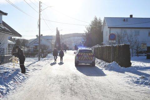 Politiet sperret av et område på Vigernes etter melding om et ran søndag ettermiddag.
