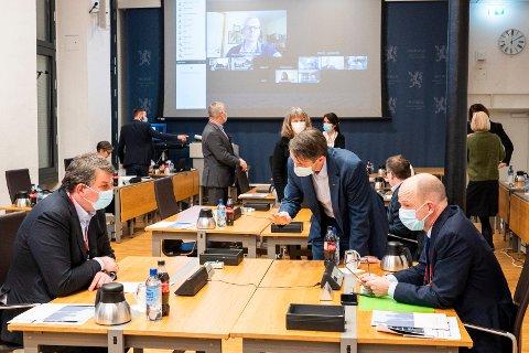 LO-leder Hans-Christian Gabrielsen (t.v.) og NHO-sjef Ole Erik Almlid før et møte i regjeringens kontaktutvalg med partene i arbeidslivet.