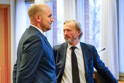 FORSVARERE: Advokatene Frode Sulland (t.h.) og Simen Perminow Skjønsberg representerer idrettsprofilen. Foto: Lise Åserud / NTB
