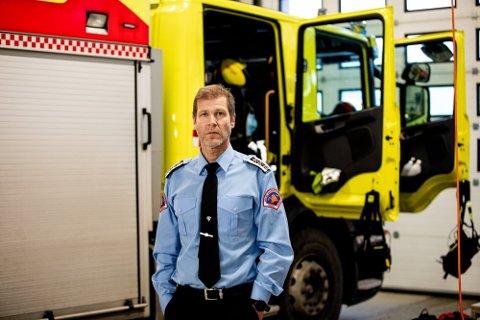 ULOGISK: Brannsjef Arne Stadheim ved Nedre Romerike Brann– og redning, mener det ikke bør være ulik praksis for vaksinering blant ansatte i brannvesenet i Norge.