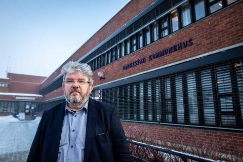 SKEPTISK: Nannestad-ordfører Hans Thue skulle gjerne hatt muligheten til å bestemme egne tiltak i kommunen.