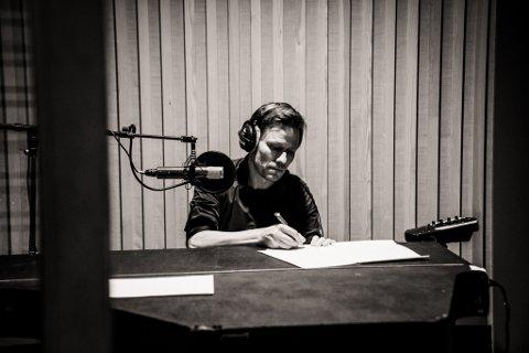 Halvor Holter (51) fra Skedsomkorset er snart klar med sitt første soloalbum etter over 30 år i musikkbransjen.