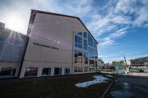 STENGT I TRE DAGER: Fjellhamar skole stengte mandag som følge av smittesituasjonen, og elevene får i første omgang digital hjemmeundervisning til og med onsdag.