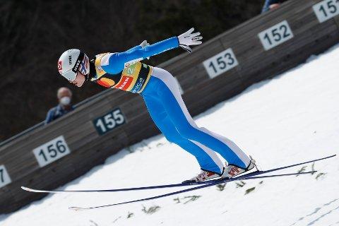 Marius Lindvik fikk til slutt sette utfor i Planica, men hverken han eller treneren var spesielt med juryens avgjørelse.