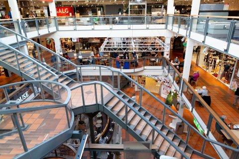 STENGES: Strømmen storsenter er blant stedene som nå igjen må stenge dørene. Men denne gangen må svært flere butikker også stenge i både Lillestrøm og Lørenskog.