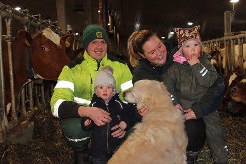 Marthe Bogstad driver gården sammen med mannen Lasse. Sammen har de barna Sigrid og Laurtitz.