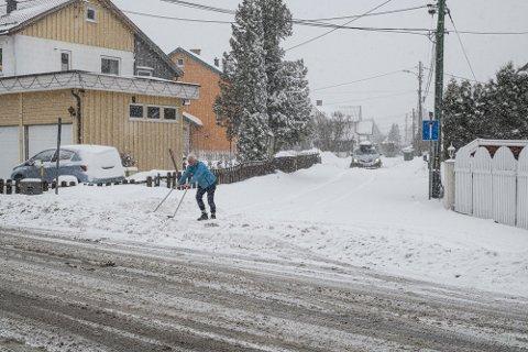 SNØ: Søndag kveld er det ventet kraftig snøvær østafjells. Da kan det være lurt å stå klar med snøskuffa.