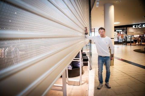 UENIG: – Det er totalt meningsløst at vi må holde stengt, mens blomsterbutikker kan holde åpent, sier William Follestad.