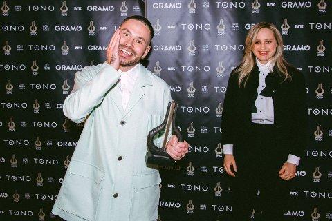 """Chris Holsten og Frida Ånnevik stakk av med prisen for Årets låt med sin fine """"Hvis verden"""". Foto: Michael Ray Cruz Angeles/NTB kultur"""