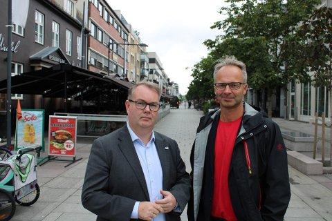 Kjartan Berland (t.v) sammen med ordfører Jørgen Vik (Ap) som Berland ikke helt skjønner seg på om dagen.