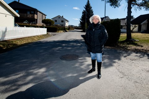 PÅ GAMLE TRAKTER: Torhild Mathiesen tilbake i Elvegata på Volla, der hun bodde til 1964. ALLE FOTO: VIDAR SANDNES