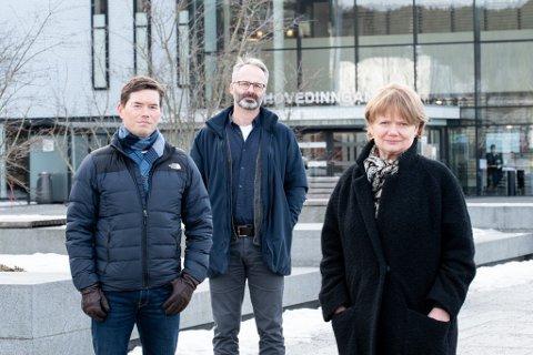 MÅ SAMARBEIDE: Rælingen, Lillestrøm og Lørenskog, her representert med ordførerne Ståle Grøtte, Jørgen Vik og Ragnhild Bergheim, må sammen komme opp med lokale tiltak som skal gjelde i kommunene fra torsdag.