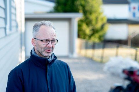 VANSKELIG: Lillestrøm-ordfører Jørgen Vik (Ap) synes det er vanskelig å vurdere hvorvidt man skal åpne for flere besøkende hjemme dersom noen for eksempel er fullvaksinert og dermed beskyttet.