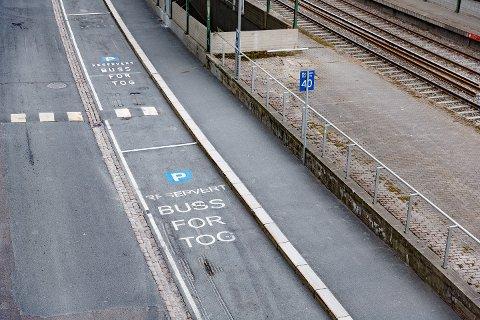 Også i år blir det arbeider ved flere jernbanestrekninger. Dermed blir det en ny runde med buss-for-tog flere steder. Foto: Krister Sørbø / NTB