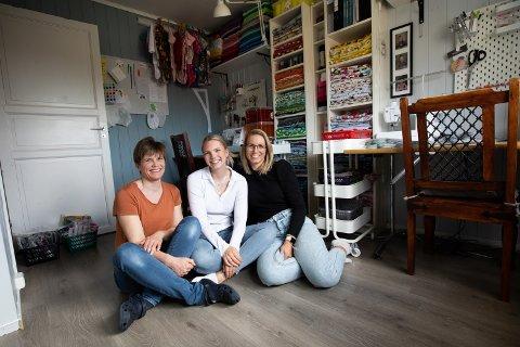FAMILIEBEDRIFT: Ideen som først startet med produksjon til barnet de selv hadde ansvaret for, tok helt av. Nå lager Hilde Erlandsen og døtrene Karoline og Kamilla pads og bodyer til mange syke barn hver uke.