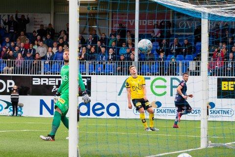 STORTAP: I 2019 sørget Kristiansund og Flamur Kastrati (t.h.) for 2-5 nederlag for debutanten Philip Slørdahl (i midten) og keeper Marko Maric.