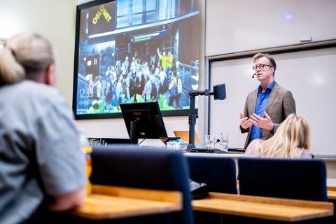 Rektor Curt Rice fikk motbør da han i fjor møtte Kjeller-ansatte og studenter. Han ville flytte all virksomhet til Oslo. Nå slutter han.