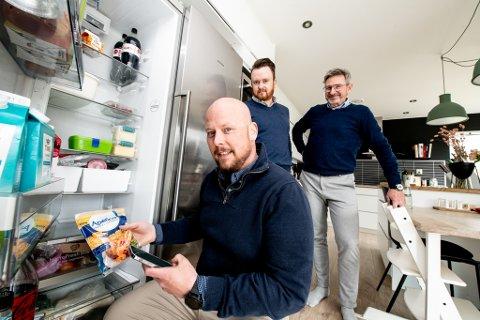 SKAL HJELPE DEG Å SPISE OPP MATEN: Gjennom appen Nofoodwaste vil Alexander Grønlien (t.v.), Andreas Orfjell og Leif Møller bidra til at du og jeg kaster mindre mat.