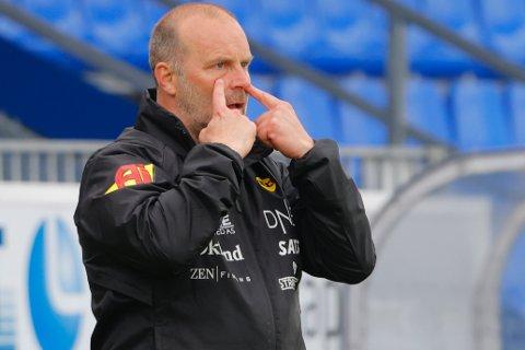 SER FRAMGANG: LSK-trener Geir Bakke mener at laget hans har prestert bedre i de to siste seriekampene.