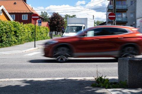 KRYSS: I dette krysset i Strømsveien opplever Roger Haagensen stadig nestenulykker, høy fart og brudd på vikeplikten.