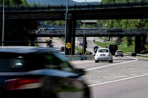 BLIR IKKE TATT HENSYN TIL: På riksvei 159 like ved grensen mellom Lørenskog og Oslo har det den siste perioden vært satt opp et midlertidig fartsgrenseskilt på en kort strekning.