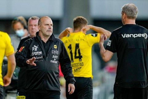 TIL BERGEN: LSK-trener Geir Bakke så laget sitt vinne mot Rosenborg. Onsdag venter han en ny jevn kamp i Bergen.