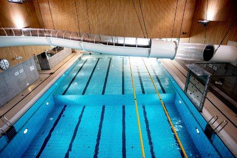 SMITTE: En badegjest på Råholt Bad i Eidsvoll er bekreftet smittet. Dette er et illustrasjonsbilde.