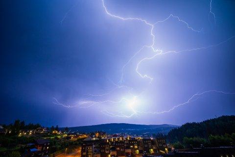 TORDEN: Selv om det verste tordenværet nå er over, betyr det ikke knallvær for Romerike fremover.