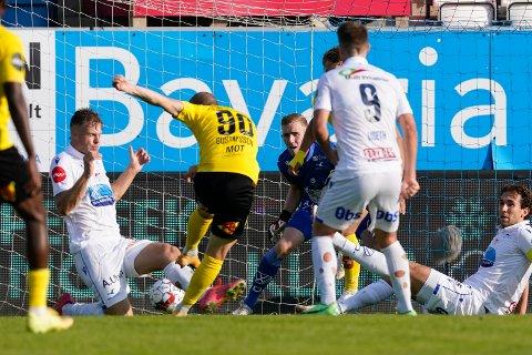 Haugesund 20210822.  Lillestrøms Daniel Gustafsson scorer sitt første mål i eliteseriekampen i fotball mellom Haugesund og Lillestrøm på Haugesund sparebank arena. Foto: Jan Kåre Ness / NTB