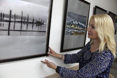 Liudmila Voida har hatt en rekke utstillinger i Norge og i Hviterussland. Bildet er fra en tidligere utstilling i Grodno, der Voida viste blant annet fotografier av Fetsund lenser.