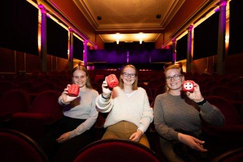 Romerikes Blad utfordret elever og ansatte ved musikklinja ved Lillestrøm Videregående skole til å anmelde premiere i Lillestrøm Kultursenter.