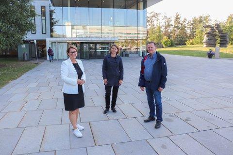 Stortingspresident - og representant Tone Wilhelmsen Trøen (H),  Solveig Schytz (V) og Krf-politiker Terje Aadne gleder seg å kunne opplyse om at det i forslaget til statsbudsjettet for 2022 er bevilget flere millioner til nytt psykiatribygg ved Ahus.