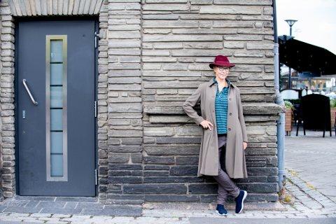 Mette Brantzeg debuterer med roman. Deler av handlingen er selvbiografisk, og handler om oppvekstenpå Strømmen.