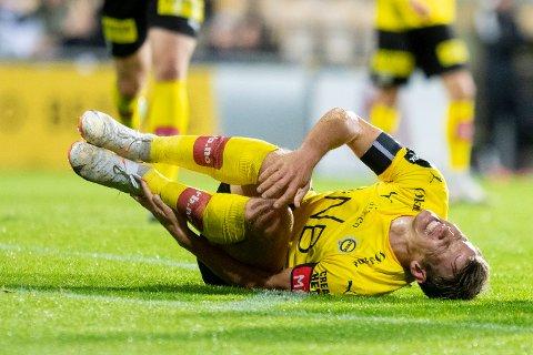 Vondt: Thomas Lehne Olsen tror ikke ankelsmellen han fikk på overtid vil gjøre at han mister Sarpsborg 08-kampen. for kapteinen sved det mye mer å se laget gjøre en ny svak prestasjon på hjemmebane.