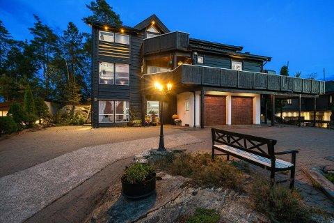 Mandag ble to av de dyreste boligsalgene noen sinne gjort i Vardeknausen.