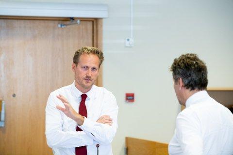 MANGE SPØRSMÅL: Aktor Esben Kyhring spurte forretningsmannen ut fredag.