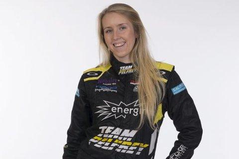 Klar for ny sesong: Racingesset Ayla Ågren er klar for en ny sesong, i en høyere klasse. I år skal 21-åringen kjøre i klassen USF2000. Nå jobber hu knallhardt fram mot sesongen som starter opp i slutten av mars. FOTO: Morten Flaten