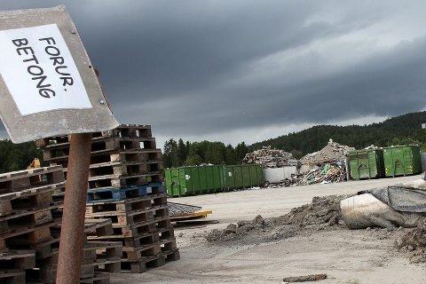 Forurenset: Lindum Oredalen har fått lov til å ta imot inntil 14 000 tonn asbestforurenset betong i 2014 og 2015. Dette er avfall som kommer fra saneringsarbeidet i regjeringskvartalet.Arkivfoto: Henning A. Jønholdt