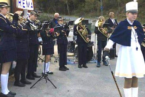 UTRADISJONELL: Frydenlund skolekorps spiller ikke bare på blåseinstrumenter. Søndag er det slagverk som gjelder.